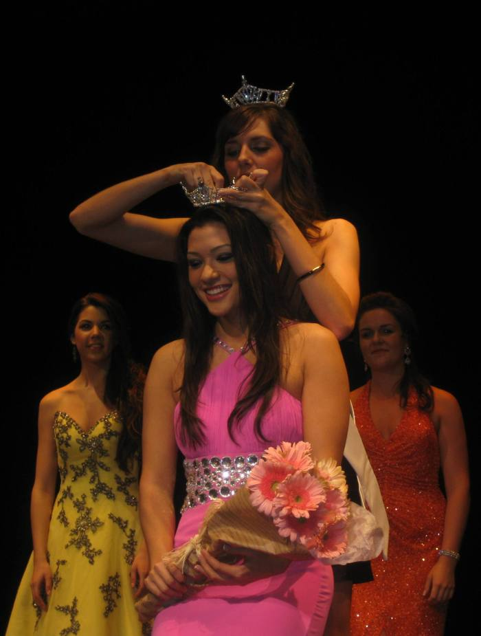 Miss Manhattan Inga Schlingmann is crowned